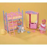 2 пупсика в детской спальне